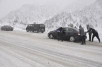 KAR LASTİĞİ - Seydişehir- Antalya Karayolunda Trafiğe Kar Engeli
