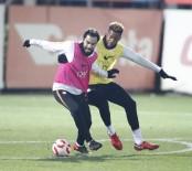 SERDAR AZİZ - Galatasaray 7 Eksikle Çalıştı