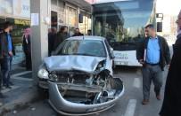 ABDULLAH DEMIR - Gaz Pedalı Takılı Kalan Belediye Halk Otobüsü 9 Araca Zarar Verdi