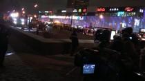 BELEDIYE OTOBÜSÜ - Moskova'da Otobüs Alt Geçide Girdi