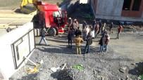İŞ KAZASI - (Özel) Esenyurt'ta Hafriyat Kamyonu İçinde Can Pazarı