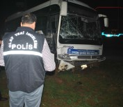 SİVİL POLİS - Otobüs İle Sivil Polis Otosu Çarpıştı Açıklaması 2'Si Polis 3 Yaralı