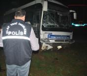 SİVİL POLİS - Otobüs İle Sivil Polis Otosu Çarpıştı Açıklaması 3 Yaralı