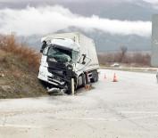 HACıHAMZA - Tır İle Yolcu Otobüsü Çarpıştı Açıklaması 1 Ölü