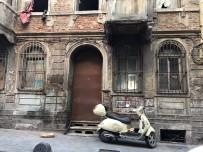 KATİL ZANLISI - Aynı Evde Yaşadığı Eski Kocasını 35 Yerinden Bıçakladı