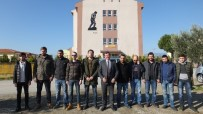 HASAN ÇOBAN - Burhaniye'de CHP'li Gençlerden Anlamlı Hediye