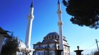 YENI CAMI - Camisi Yıkıldı Minaresine Dokunulmadı