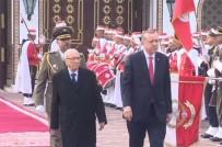 TUNUS BAŞBAKANI - Erdoğan Tunus'ta Resmi Törenle Karşılandı