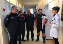 İTFAİYE ARACI - İtfaiye Erleri Yangından Kurtardıkları Minik Emir'i Hastanede Ziyaret Etti