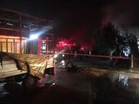 İTFAİYE ARACI - Mobilya Üretim Tesisinde Çıkan Yangın Korkuttu