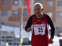 TÜRKİYE ATLETİZM FEDERASYONU - 82. Büyük Atatük Koşusu'na 90'Lık Dede Damga Vurdu