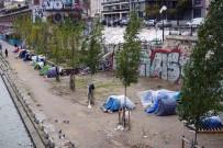 MANŞ DENIZI - Paris'te Sığınmacılar Bu Halde
