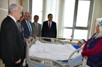 BADEMLI - Vali Meral, Kazada Ağır Yaralanan Öğrenciyi Hastanede Ziyaret Etti