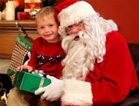 NOEL BABA - Kendisini Noel Baba sanan çocuğa 4 yıldır hediye götürüyor