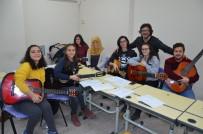 KÖŞE YAZARı - Barış Manço Doğum Gününde Şarkıları İle Anılacak