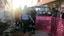 Burdur'da İnşaatın Kazı Alanına Düşen Kedi Kurtarıldı