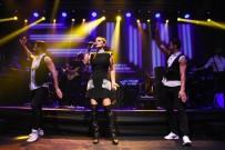 ÖLÜM YILDÖNÜMÜ - Kurtuluş Konserinde Demet Akalın Rüzgarı Esti