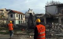 HARABE - Mersin'de Metruk Binalar Yıkılıyor