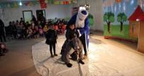 Midyat'ta Mülteci Çocuklar İçin Tiyatro Gösterisi Yapıldı