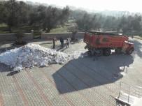 KAR TOPU - Öğrencilerin Kar Topu Oynaması İçin Okula Kamyonla Kar Getirdiler
