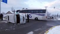Öğrencisi Servisi İle Yolcu Otobüsü Çarpıştı Açıklaması 18 Yaralı