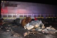 HATALI DÖNÜŞ - Otomobil U Dönüşü Yapan Tıra Çarptı Açıklaması 1 Ölü, 3 Yaralı