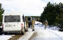 KUZÖREN - (Özel) Kayıp Aileyi Arayan Komandolar, Kan İzine Benzeyen Sıvı Madde Buldu