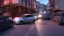 PİTBULL - (Özel) Sokak Köpeğine Saldıran Pitbullu Tasmayla Vurarak Ayırmaya Çalıştı