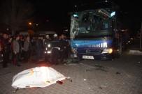 HARRAN ÜNIVERSITESI - Yolcu Otobüsü İle Ambulans Çarpıştı Açıklaması 6 Yaralı