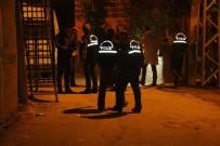 SES BOMBASI - Yüzü Maskeli Çocuklar Karakol Arkasına Ses Bombası Attı