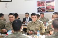 Askerlerle Birlikte Karavana Yemeği Yediler