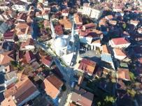 YAYA TRAFİĞİ - Beykoz'daki Yenimahalle Şeref Yıldız Camii Sokakları Taşla Kaplandı