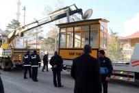 TAKSİ DURAKLARI - Kaldırımlardaki Taksi Durakları İle Kulübeler Kaldırılıyor