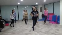 Batman'da Kadınlar Ve Erkekler Salsa Dansı Öğreniyor