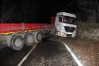 KAYAKÖY - Tır Kazası Karayolu 5 Saat Trafiğe Kapattı