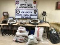 PRES MAKİNESİ - Yüksekova'da Uyuşturucu İmalathanesine Operasyon