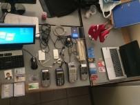 FLASH BELLEK - Güven Timlerinin Şüphelendiği Şahısların Üzerinden Kart Kopyalama Malzemeleri Çıktı