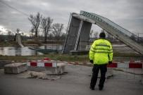 PRAG - Prag'da Köprü Çöktü Açıklaması 4 Yaralı