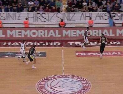 Trabzonspor - Fenerbahçe Doğuş maçında olay çıktı!
