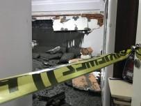 ERTUĞRUL GAZI - Eyüpsultan'da Bir İnşaatta Beton Dökümü Sırasında Yan Apartmanın Duvarı Çöktü