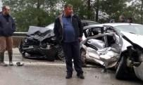 İki Otomobil Kafa Kafaya Çarpıştı Açıklaması 1 Ölü, 7 Yaralı