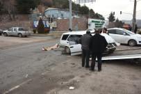 SERVİS OTOBÜSÜ - İşçi Servisi Otomobille Çarpıştı