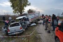 Kamyonetle otomobil çarpıştı:  3 ölü, 4 yaralı
