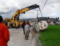 AKARYAKIT TANKERİ - Milas'ta Akaryakıt Tankeri, Çöken Yolda Yan Devrildi