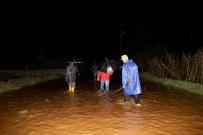KARAGEDIK - Şiddetli Yağış Tarım Arazileri Ve Seralara Zarar Verdi