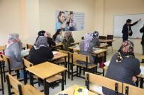 Siirt'te Kadın Kursiyerler Okuma Yazma Öğreniyor