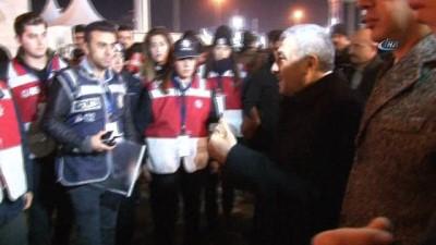İstiklal Caddesi'nde Çalışan Polislere Emniyet Müdürü Ziyareti