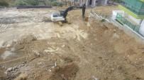 TEMEL KAZISI - İstinat Duvarı Çöken Sitenin Müteahhidinden Açıklama