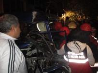 ALKOLLÜ SÜRÜCÜ - Alkollü Sürücü Yılın Son Saatlerinde Dehşet Saçtı, 3 Yaralı