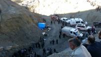 MEHMET AKTAŞ - 3 kişi su dolu kuyuya düştü